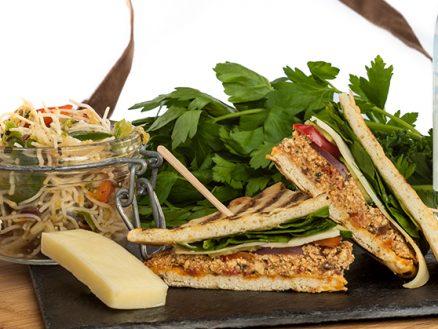 Service traiteur CHUM - sandwich tofu méditerranéen